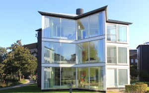 glass-house-76934_640